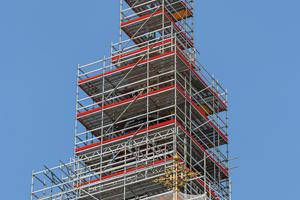 Der 58 m hohe Turm der Bamberger Stephanskirche wurde für die notwendigen Sanierungsarbeiten komplett eingerüstet.