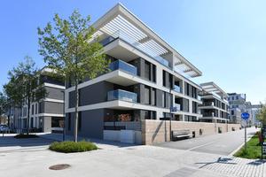 Klare Linien, hochwertige Materialien und plakative Strukturen schaffen eine lebendige Fassade.