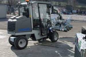 Die weltweit erste vollelektrische Verlegemaschine VM-301-Greenline mit Akku-Technologie.