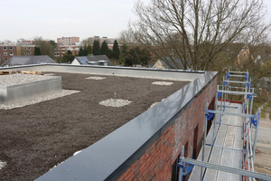 Ein Teil der Dachflächen des Wohnquartiers am Schierenberg ist bekiest ausgeführt.