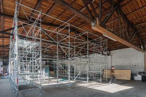 8,26 m x 9,00 m x 5,50 m betragen die Außenmaße der Gerüstkonstruktion.