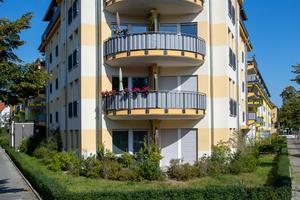 Das viergeschossigeGebäude der Wohnungs-baugenossenschaft EVM Berlin eG im Fürstenberg-Kiez in Karlshorst bietet seniorengerechtes Wohnen, soziales Miteinander im Bewohnertreff und alternative Wohnformen.