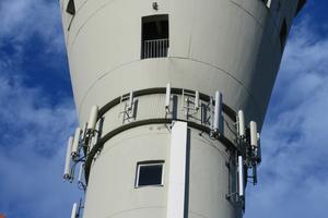 Am Turm angebrachten Funkanlagen erforderten besonderer Planungsschritte und detaillierte Absprachen mit den Betreibern.