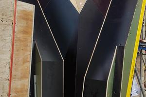 Millimetergenaue Fertigung: Die Sonderschalung wurde detailliert in 3D geplant, die Kästen per CNC-Fräse und Wasserstrahlverfahren hergestellt.