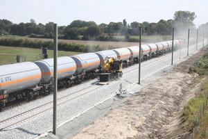 Bis auf wenige Streckensperrungen soll der Güter- und Personenverkehr möglichst ohne große Einschränkungen weiter rollen.