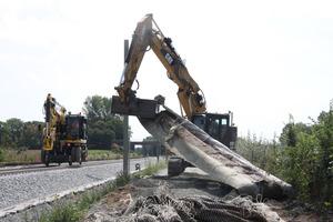 Baustraßen wurden mit einem Flies geschützt, das wieder runterkommt, wenn sie rückgebaut werden.