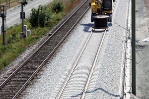 Im Abschnitt zwischen Varel und der Überleitstelle Schwarzer Rabe wird das linke Gleis gebaut. Dann geht es an das Nachbar-gleis, das bis 2020 fertig sein soll.