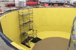 Zum Schutz gegen austretendes Wasser wurden die Behälter vor der Betonage mit einer wasserdichten Folie ausgekleidet.