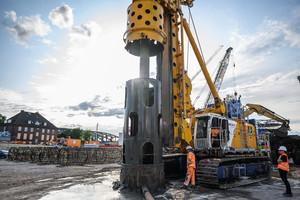 Im August 2019 stellte Bauer Spezialtiefbau die ersten Probepfähle in Tiefen von bis zu 111,4 m und einem Durchmesser von 1.850 mm her.