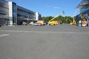 Messe Nürnberg: Auf dem Gelände wurden bei der Erneuerung von Logistikflächen im Freigelände Faserfix Big BLS Rinnen eingebaut.