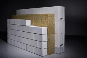 Die zweischalige Funktionswand besteht aus zwei massiven Mauerschalen mit einer dazwischen liegenden Luft- und/oder Wärmedämmschicht. Charakteristisch auch bei dieser Konstruktion: die klare funktionale Trennung der einzelnen Bauteilschichten.