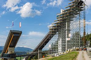 Die Oberstdorfer Schattenbergschanze ist Austragungsort des Vierschanzentournee-Auftaktspringens und gilt als eines der schönsten Skisprungstadien weltweit.<br />