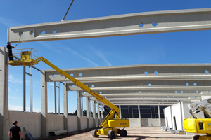 Eine kurze Bauzeit von lediglich einem Jahr konnte unter anderem durch den Einsatz vorgefertigter Bauelemente erzielt werden.