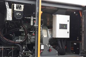 Die Maschine ist mit einem Elektromotor mit 265 kW Systemleistung ausgerüstet.