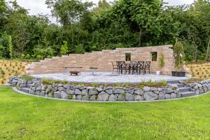 Die Antikmauer Rustikal eignet sich durch ihre Wandstärke von 25 Zentimeter auch für höhere Bauweisen.