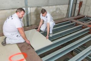 Auf die Cocoon-Stahlbaukonstruktion wurden die Gipsfaser-elemente schwimmend verlegt. Für das Gesamt-Deckensystem gab es eine brandschutzrechtliche Zustimmung F90 im Einzelfall.