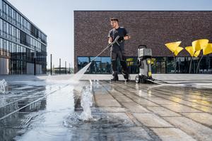 In der professionellen Anwendung erschließen sich mit den kabellosen Geräten neue Reinigungs- und Pflegemöglichkeiten, da energieautark gearbeitet werden kann.<br />