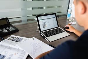 Mit dem Produktkonfigurator können sich Kunden Überstiege, Treppen und fahrbare Plattformtreppen jederzeit nach Maß selbst zusammenstellen.