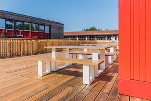 Die Schulbibliothek der Munich International School findet für die Dauer von Neubaumaßnahmen in einem temporären Containergebäude Platz.