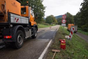 Die fertige Reparaturstelle auf der Landesstraße bei Gernsbach. Nach kurzer Abkühlzeit kann der Straßenabschnitt freigegeben werden.