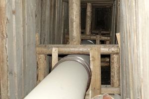 Der rechtsgelegene Stollen wurde in einem Rechteckquerschnitt vorgetrieben und mit einem Holzausbau gesichert.
