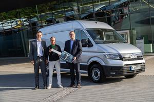(v.l.n.r.) Martin Zaindl (Regionalleiter Verkauf Truck & Van, MAN Truck & Bus Deutschland GmbH), Robert Bösl (Leitung Fuhrpark, Stadtwerke München GmbH), Karsten Weber (Beauftragter Kommunalfahrzeugverkauf, MAN Truck & Bus Deutschland Gmbh).