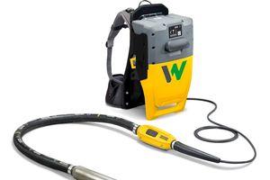 WackerNeuson bringt den weltweit ersten Innenrüttler mit wechselbarem Akku als Rucksack-System auf den Markt.