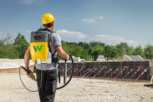 Durch die kompakten Abmessungen des Rucksacks und durch gepolsterte Schulter- und Hüftgurte wird das Gewicht gleich-mäßig verteilt.
