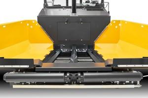 Mit einer Kübelkapazität von 14,7 Tonnen und einem großen Fördertunnel erreicht der P8820D ABG eine Einbauleistung von 1.100 Tonnen pro Stunde.