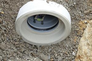 Mit dem Laser wird die korrekte Ausrichtung der Kanalrohre überwacht.