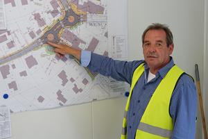 Planer Hardy Dresbach erläutert den Umfang der Baumaßnahme.