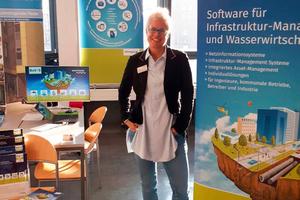 Claudia Hickmann, Vertriebsleiterin bei der Barthauer Software GmbH, freut sich auf Ihren iro-Besuch: diesmal auf der neuen Standfläche im exponierten Lichthof EG-LH-23