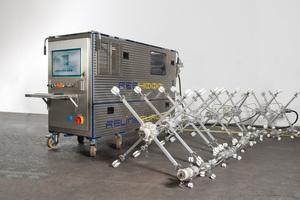 """UV-Aushärteanlage """"Ree4000 UV.mobile"""". Diese Anlage beinhaltet die leistungsfähigste UV-Aushärtetechnologie am Markt und bietet dem Sanierungsunternehmen höchste Flexibilität auf der Baustelle."""
