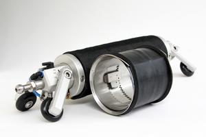 Die neue Quick-Lock Mini zur Sanierung von Schäden in den Nennweiten DN 100, DN 125 und DN 150 mit Baulängen 140 Millimeter bzw. 90 Millimeter für Bögen bis zu 45 Grad in Verbindung mit den entsprechenden Versetzpackern.