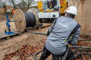 Auch nach der Montage sind die Elektriker regelmäßig auf der Baustelle vor Ort, prüfen die Baustromanlage und führen nötige Anpassungen durch.