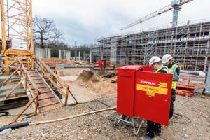 Um die Baustelle mit Energie zu versorgen hat Zeppelin Rental eine mobile Transformatorenstation aufgestellt