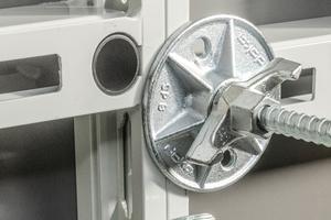 Integrierte Griffe vereinfachen die Handhabung und beschleunigen zusätzlich die Schalungsarbeiten.