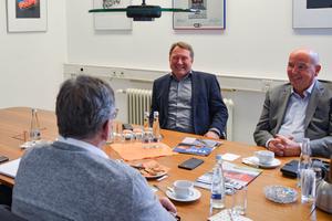 Michael Stoevelbaek (links), Geschäftsführer Paschal-Werk G. Maier GmbH, und Ralf Bäuerle, Geschäftsführer Planitec GmbH