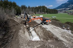 In relativ geringer Tiefenlage wurden die GFK-Rohre in offener Bauweise auf der gesamten Strecke von 2,35 Kilometer verlegt.