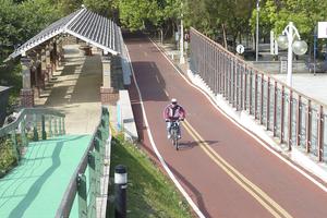 """Mit Silikal """"RM Area Grip"""" lassen sich Radwege schnell, einfach und haltbar markieren."""