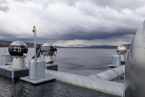 Entpacken und Reinigen der Kugeldüsen auf dem Zürichsee.