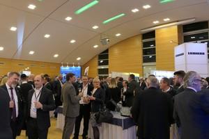 Die rund 1.200 Teilnehmer des 49. VDBUM-Großseminars nutzen in der Fachausstellung die Möglichkeit zum fachlich-persönlichen Austausch.