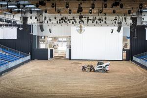 9.000 Quadratmeter Reitboden wurden für die Pferd & Jagd Messe in Hannover erfolgreich verlegt.