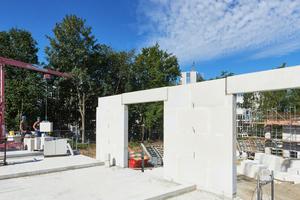 Beim Planelemente-Bausystem von Unika werden die objektspezifischen Wandbausätze nach den individuellen Entwürfen des Architekten produziert und geliefert.<br />