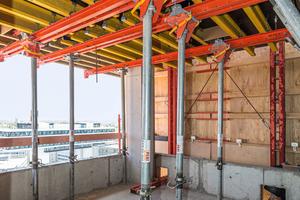 Variodeck-Deckentische und eine RCS-Kletterschutzwand erlaubten sicheres und effizientes Arbeiten am Deckenrand.