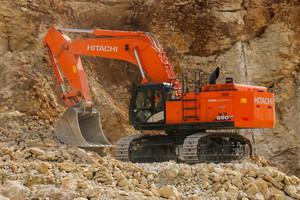 Der 70-Tonnen-Bagger ZX690 von Hitachi ist mit einem 463 PS starken Motor ausgestattet.