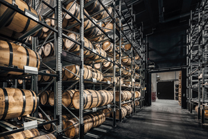 Die Fasslagerung ist nicht nur eine Lagerstätte, sondern auch ein Teil des Produktionsprozesses.