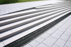 Bircosir bietet als Allround-System für die Oberflächenentwässerung von Flächen eine ideale Kombination aus starker Entwässerungsleistung und hohen Sicherheitsstandards.