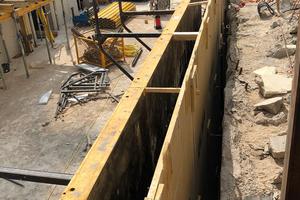 Im Rahmen einer effizienten Realisierung der Außenwände des Untergeschosses wurde eine Stahlblech-Sonderschalung als Vorstellschalung eingesetzt. Die Auffütterung zwischen dem Verbau und der Außenkante der Außenwand konnte entfallen.