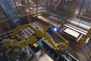 Robotergreifarm in der Ziegelproduktion.